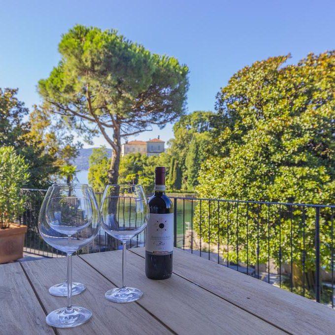 Casa Pallanza terrace wine 1020x680